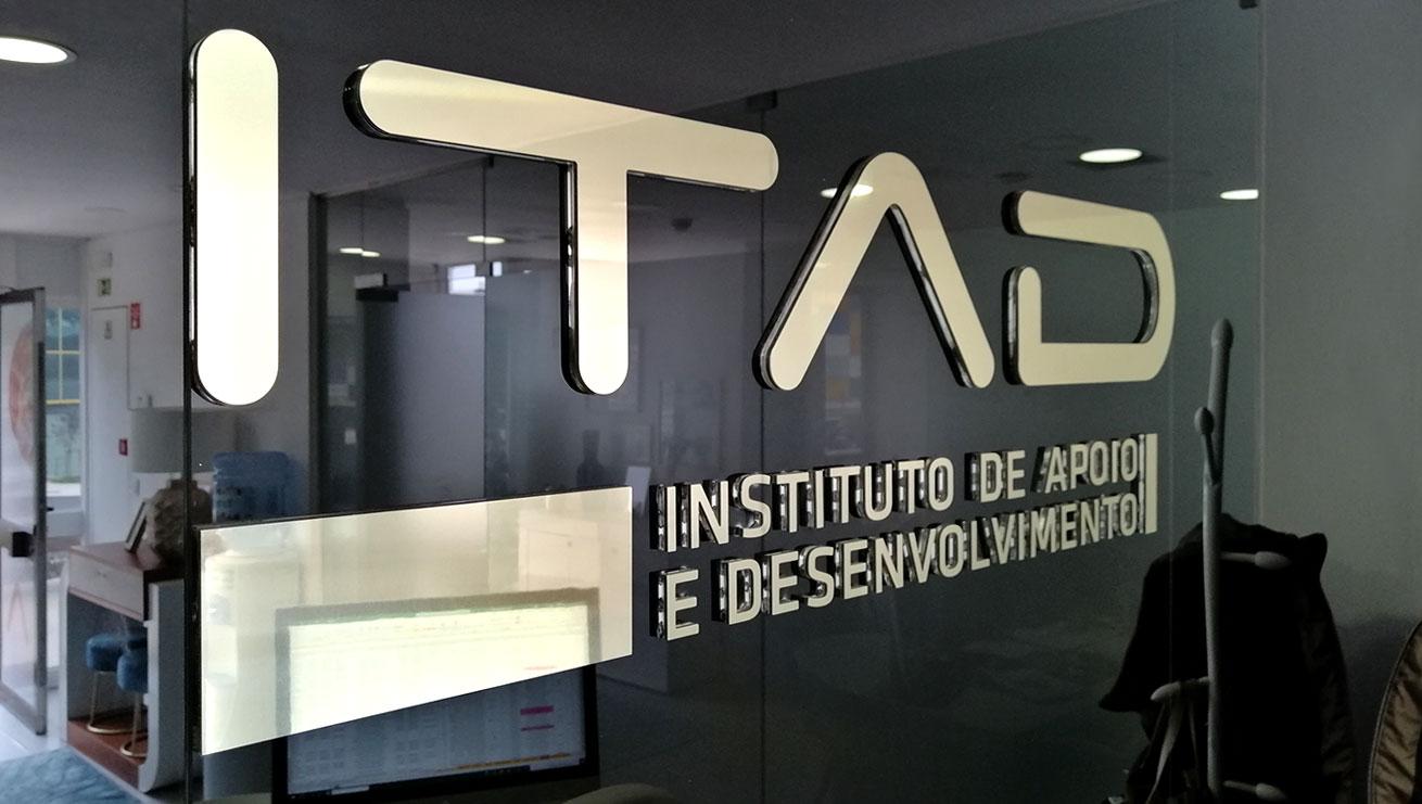 ITAD, Logo 3D em Luxbond. MCBS Multimedia